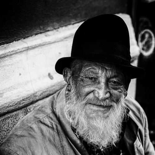 Le vieux Monsieur au chapeau